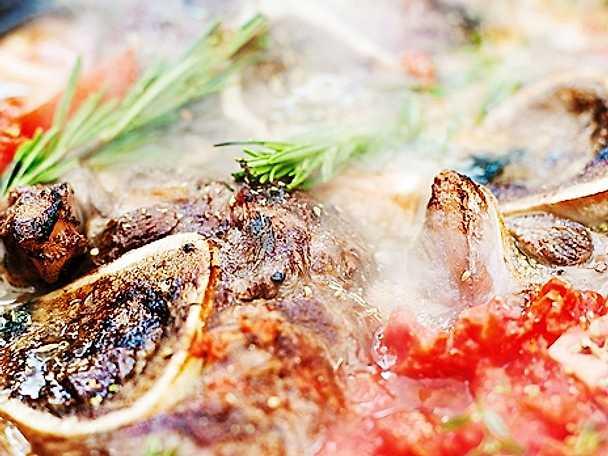 Kalvlägg osso buco med tomat och italienska örter