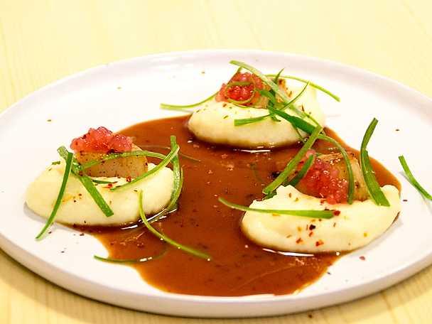 Kammussla med palsternackspuré, brynt smör och salladslök