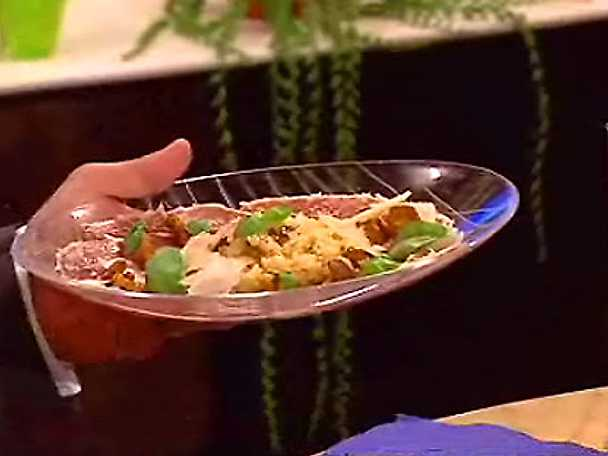 Kantarellrisotto med patanegraskinka, basilika och hyvlad parmesan