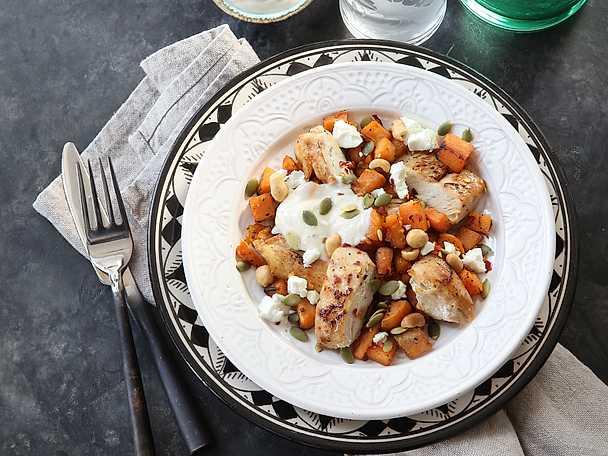 Karamelliserad kyckling med sötpotatis och jordnötter