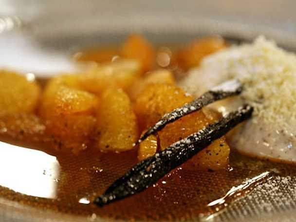 Karamelliserade apelsinklyftor med vaniljkräm