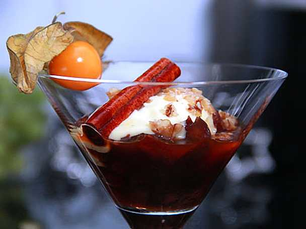 Karamelliserade plommon med vaniljglass