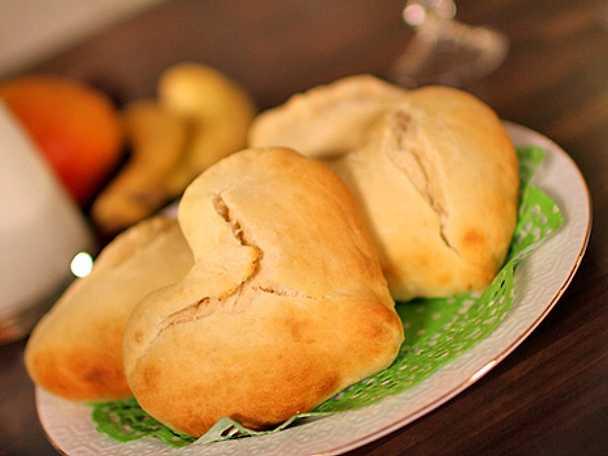 Kärleksfrukost med hjärtformade scones