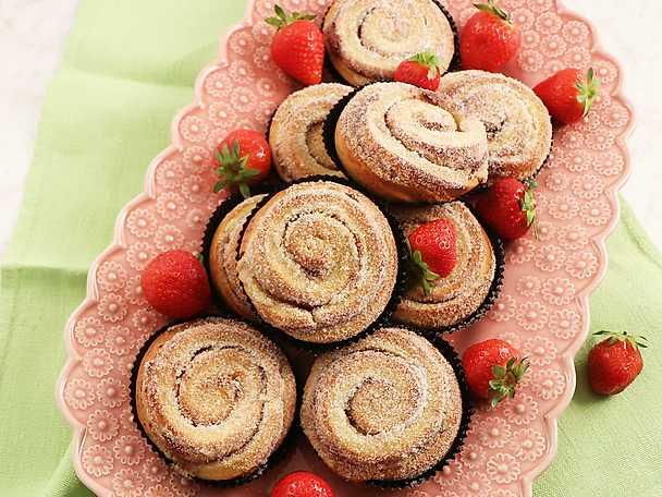 Karlsbaderbullar med jordgubb, mandel och vanilj