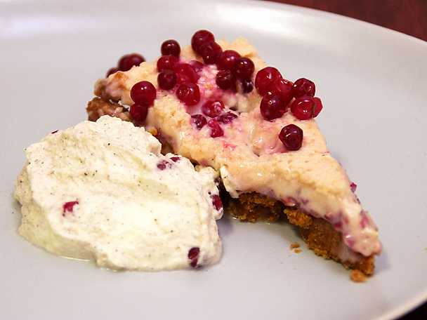 Key Lingon Pie med vaniljgrädde