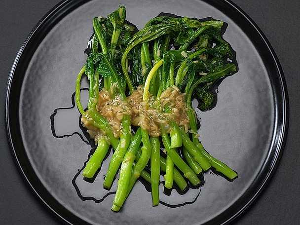 Kinesisk broccoli med ingefärsdressing