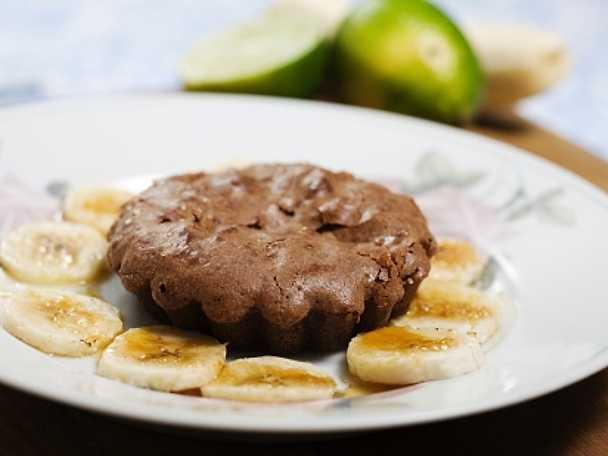 Kladdig chokladkaka med limebananer
