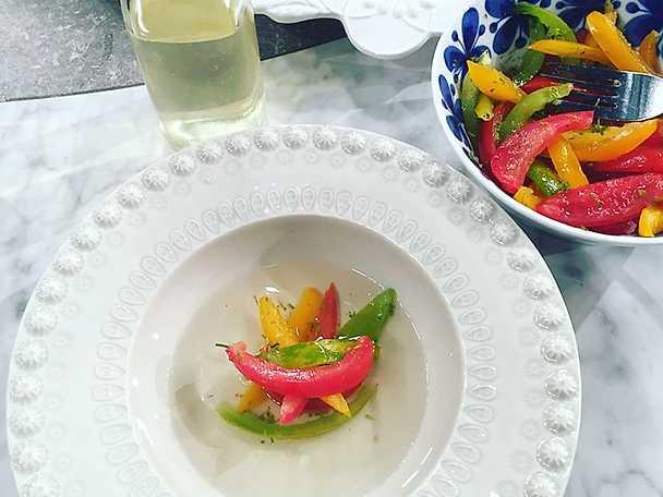 Klar tomatbuljong med marinerade tomater