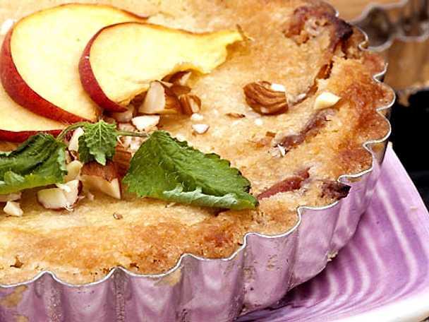 Knäckig mandel- och persikopaj