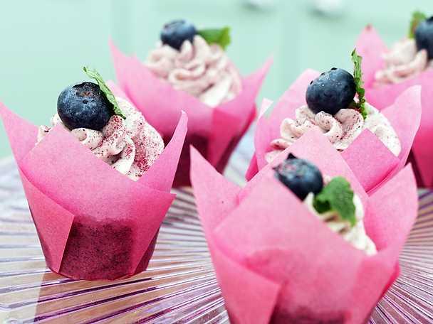 Knastrande blåbärsdröm - vallmomuffins med blåbärsfrosting