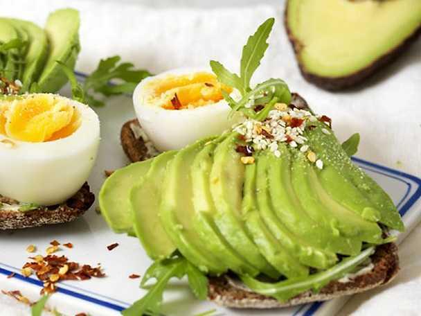 Kockens Avokadotoast med ägg och chili flakes