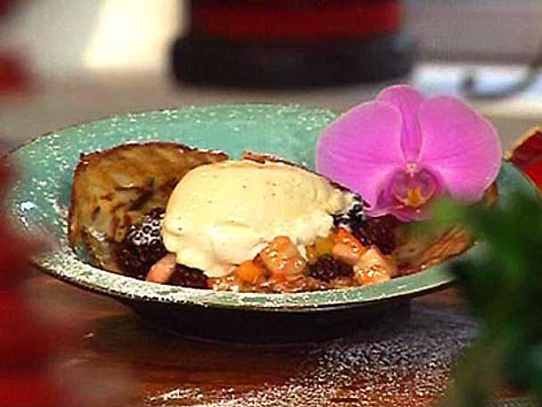 Kokoscrèpes med exotisk fruktsallad och glass
