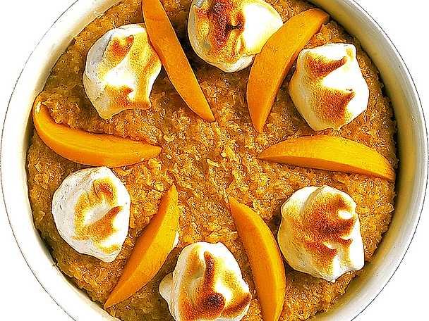 Kokosdessert med maränger och mango