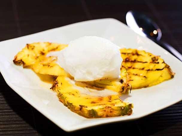 Kokosglass med grillad ananas