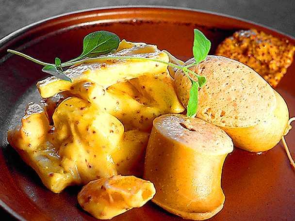 Kokt fläskkorv med senapsstuvad potatis