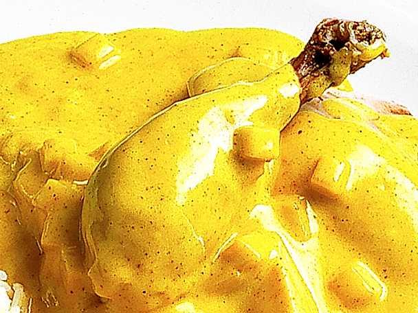 Kokt höns med currysås