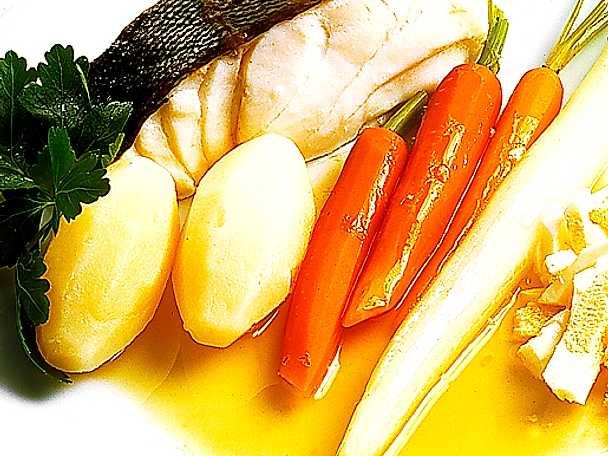 Kokt lättrimmad torsk med tillbehör