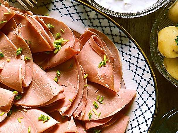 Kokt skinka med gräddfilsås