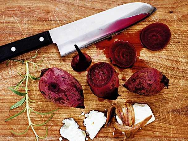Kokta rödbetor med fetaost och sardeller