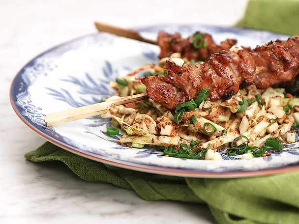 Koreanska kycklingspett med sesamdressad coleslaw