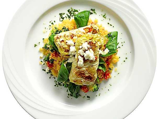 Korngrynsfyllda kåldolmar med couscous