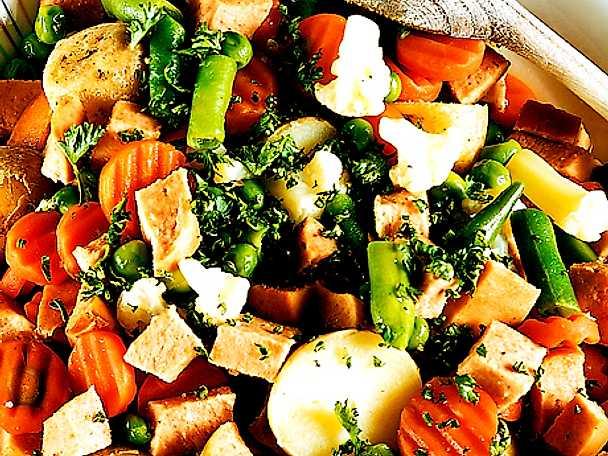 Korvgryta med sommargrönsaker