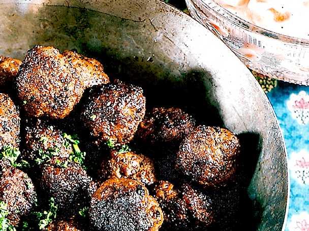 Köttbullar med stuvade morötter