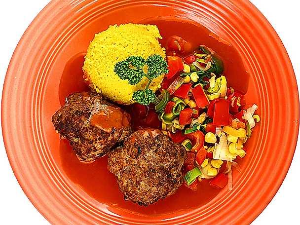 Köttfärsbiffar med mexkryddning och tomatsås