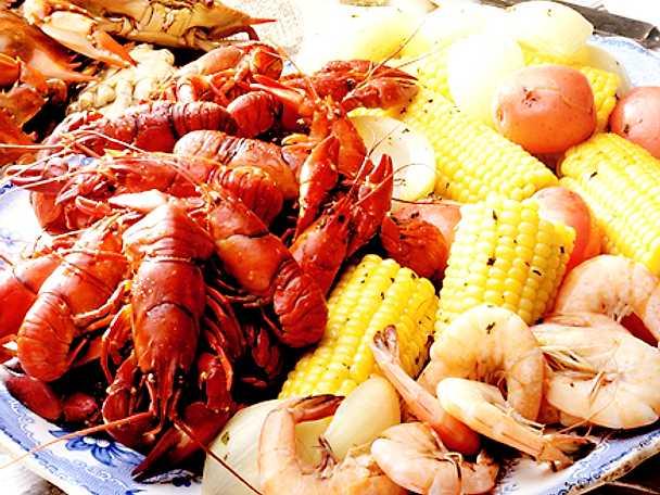 Kräftor, räkor och krabbor på cajunvis