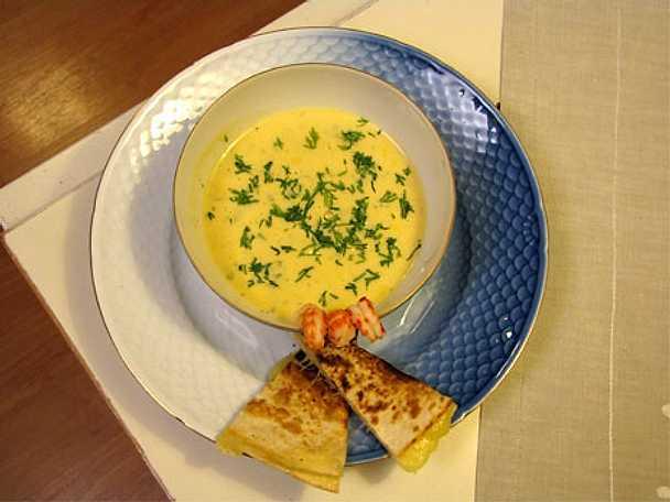 Kräftsoppa med quesadilla