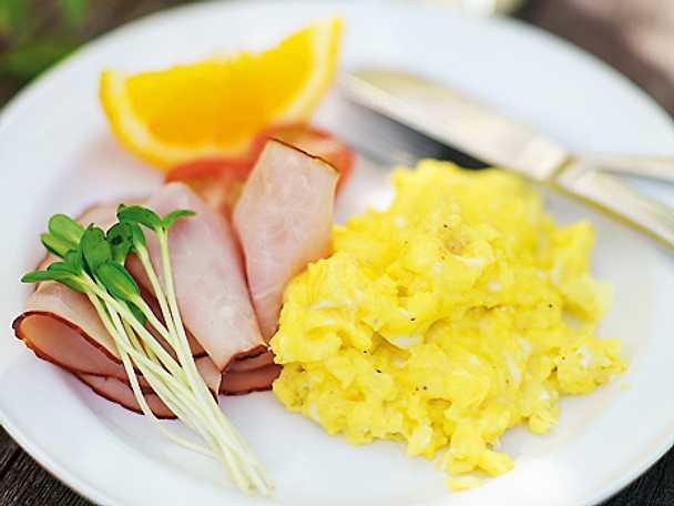 Krämig äggröra med skinka