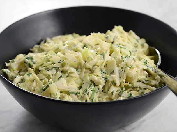 Krämig coleslaw med ananas - se & gör