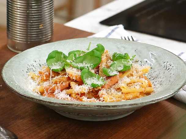 Krämig falukorvsgryta med pasta