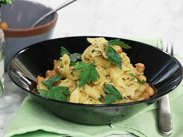 Krämig pasta med kikärtor och citron
