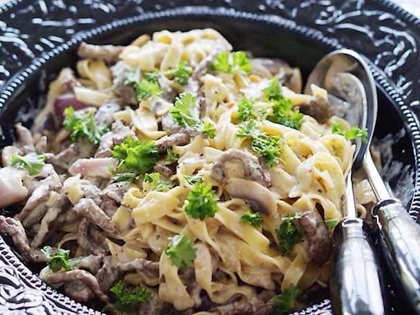 Krämig pasta med lövbiff och gorgonzola