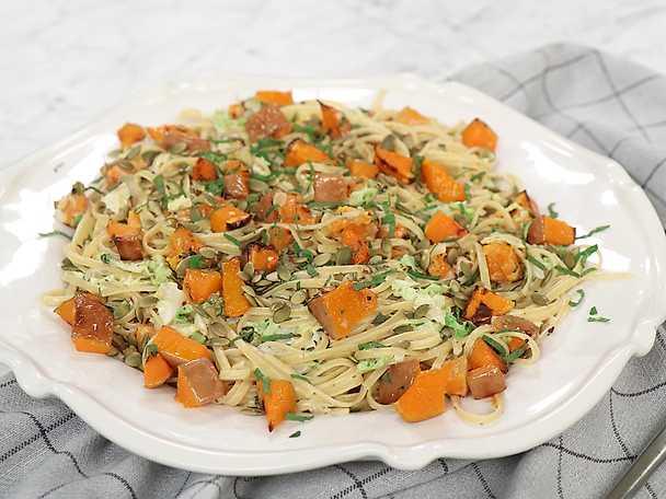 Krämig pasta med pumpa och salvia