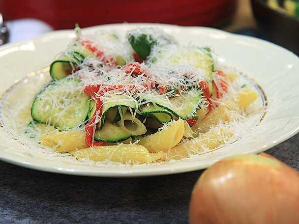 Krämig pasta med sidfläsk och spenat