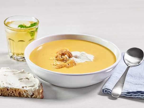 Krämigt len soppa på ugnsrostade rotfrukter