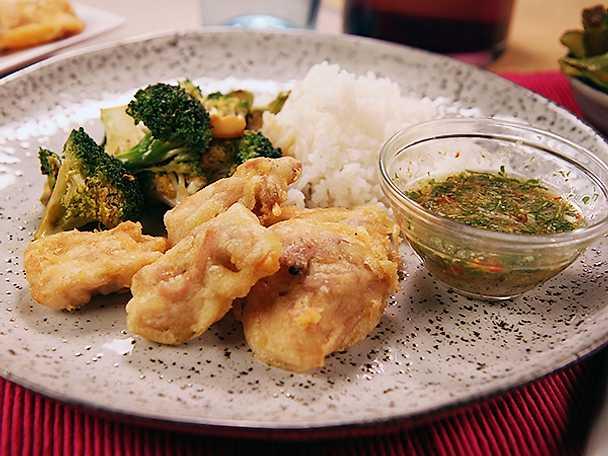 Krispig thaikyckling med dippsås