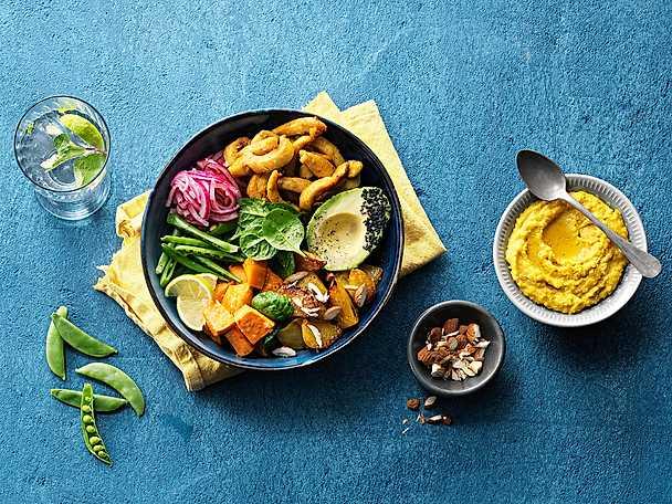 Kronfågel Chicken bowl med quinoa, sötpotatis och tahinidressing