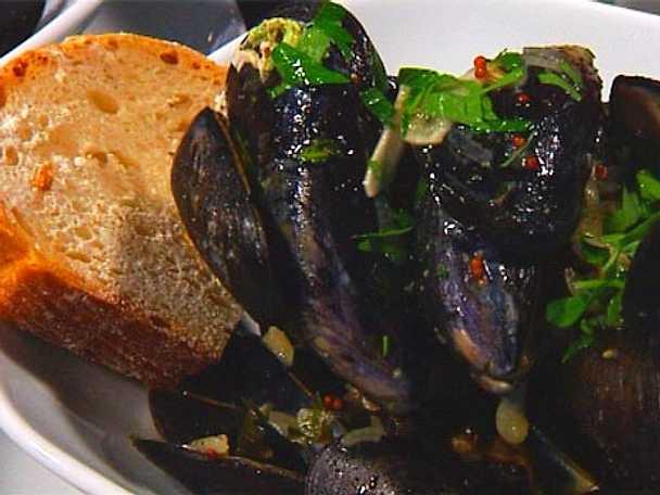 Kryddkokta blåmusslor med lime