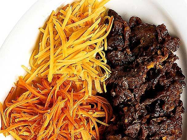 Kryddmarinerat kött med syrliga grönsaker