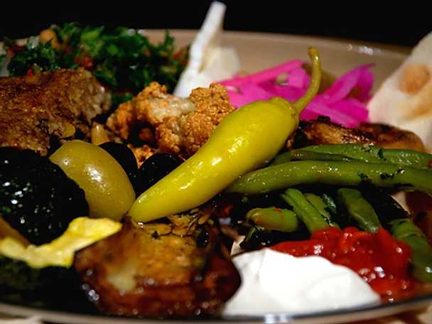 Kubbe, hummus, blomkålsrosetter, aubergine, champinjoner i ugn och haricots verts