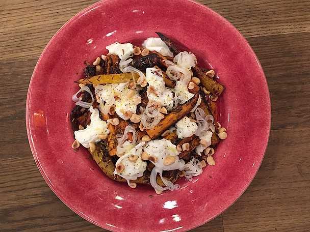 Kumminbakade morötter med hasselnötter, brynt smör och citronpicklad silverlök