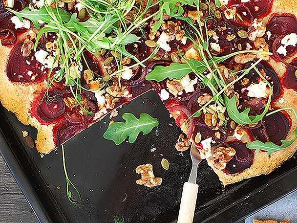 Kung Markatta Rödbetspizza med valnötter, getost & honung