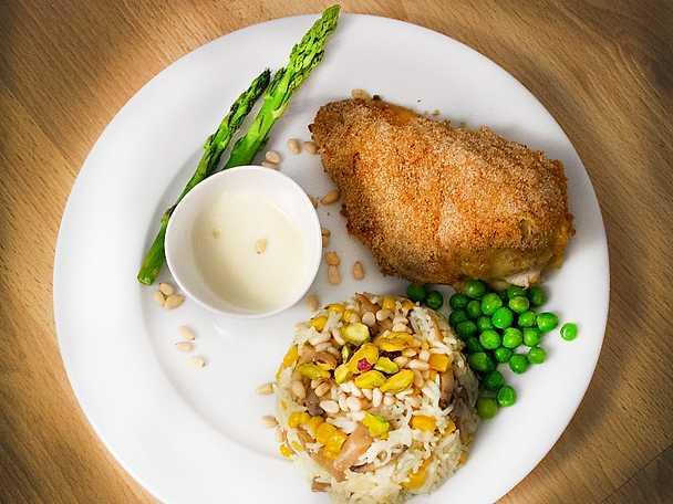 Kyckling cordon bleu med ris och bechamelsås