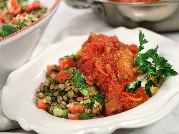 Kyckling i tomatsås med libanesisk linssallad