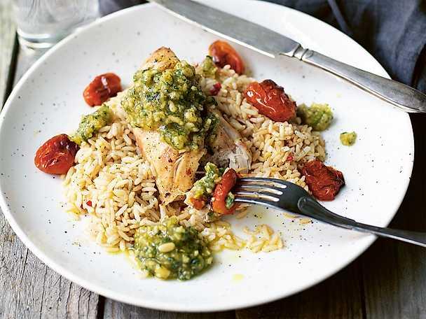 Kyckling i ugn med pesto och chiliris