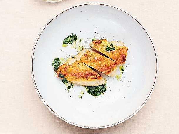 Kyckling med basilika- och citronolja samt mozzarellagratinerad broccoli och tomat