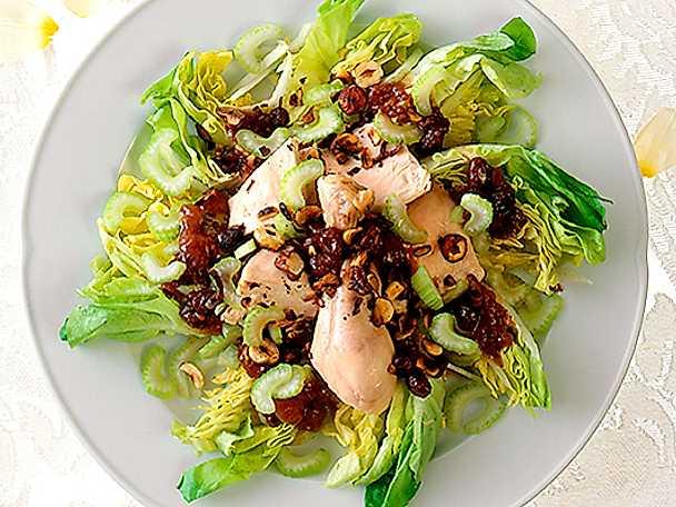 Kyckling med chutney på salladsbädd